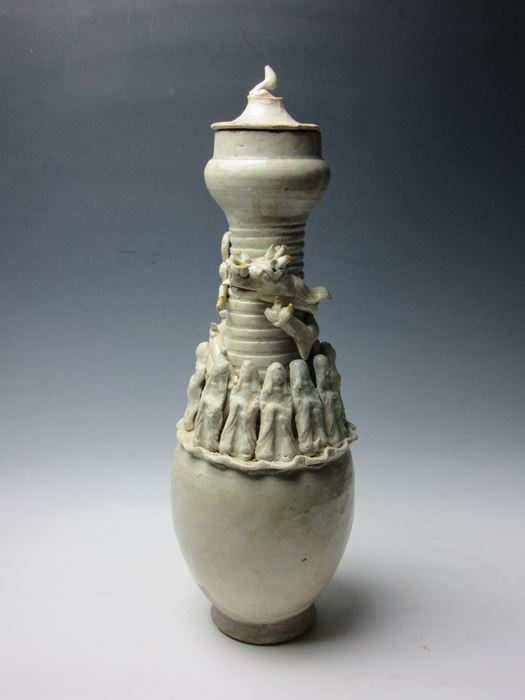 中国 青白磁貼花人物文皈依(きえ)瓶