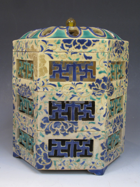 古清水 色絵透かし菊卍文六角重箱