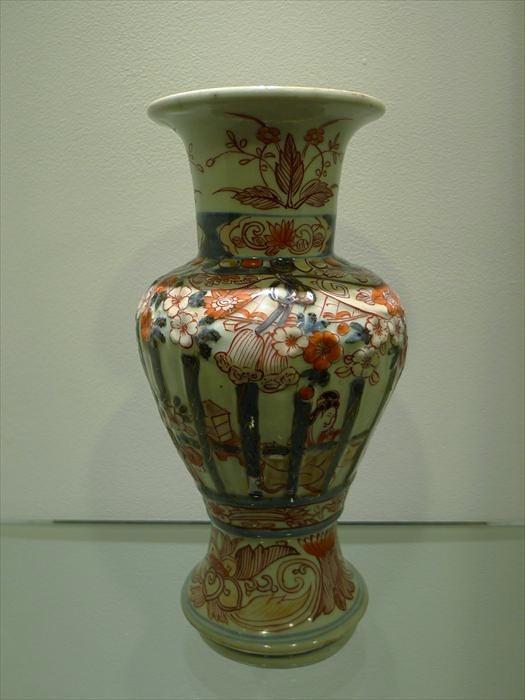 伊万里 色絵陽刻丸山廓文尊式花瓶