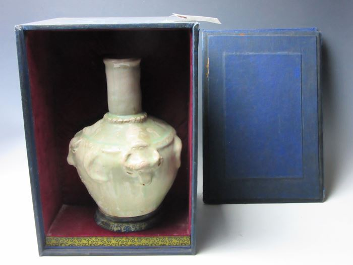 中国 青白磁貼花牛文瓶