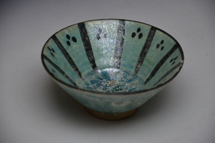 ペルシャ 青釉藍彩しのぎ三点文碗
