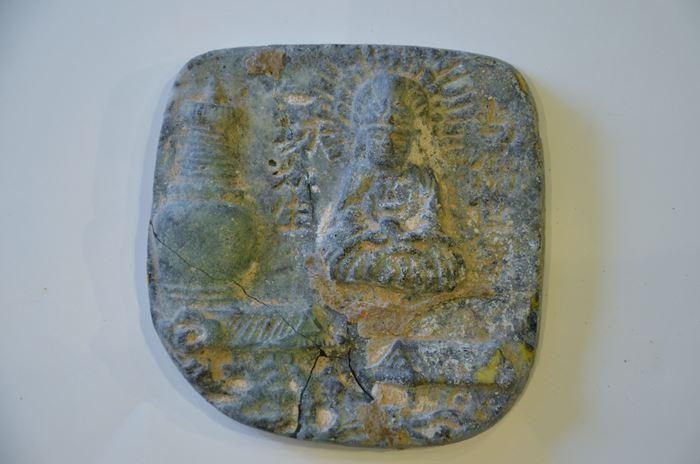 中国 チベット仏教 坐仏仏塔文ガラス擦擦(ツァツァ)